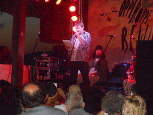 Kobus from Dooie Diere in action during the poetry sessions.